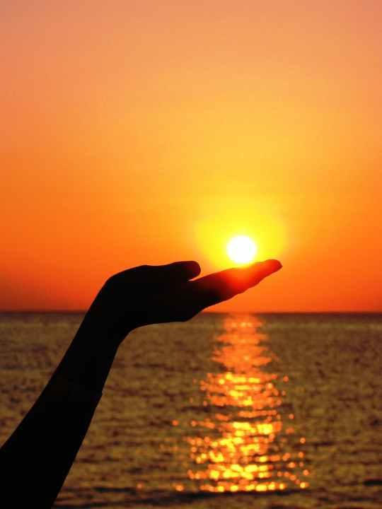 sun-hand-finger-light-53536.jpeg